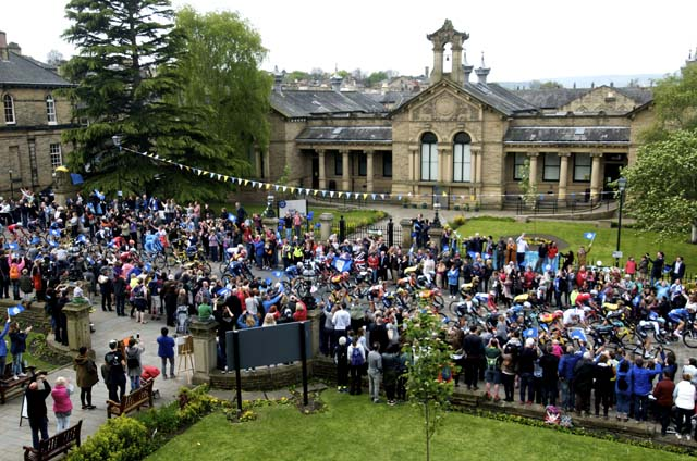 Crowds come to Saltaire to see Tour de Yorkshire 2017